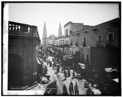 Vista del centro de Guadalajara, por la calle de Hidalgo esquina con Zaragoza viendo al oriente.