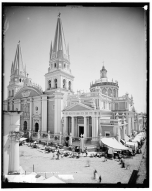 La catedral con su atrio y aplanados originales.