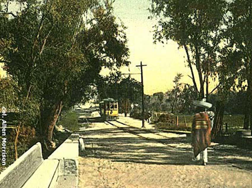 Un tranvía eléctrico circulando por Atemajac, circa 1915