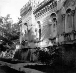 Vista lateral del Chalet Manzano, ubicado en Vallarta y Chapultepec