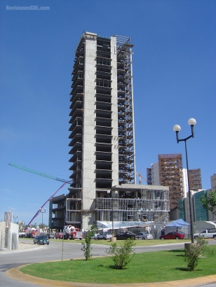 Vista general durante la construcción del edificio (2005)