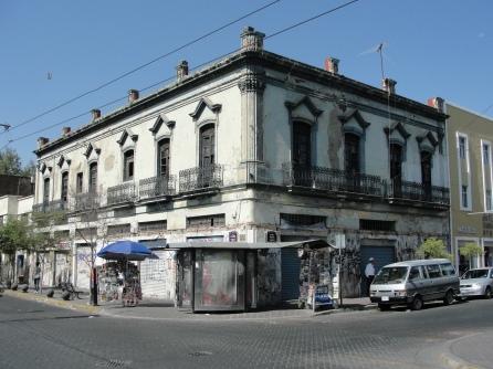 Edificio en Pedro Moreno y 8 de Julio