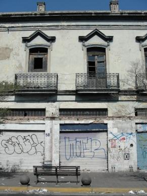 Detalle de edificio en Pedro Moreno y 8 de Julio