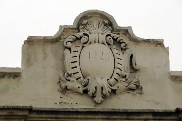"Detalle de moldura, que lee ""1929"""