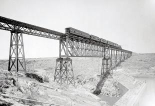 Puente del Ferrocarril cerca de Encarnación de Díaz