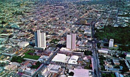 El Condominio Guadalajara, a la izquierda, y el Hotel Carlton (derecha), dominan el entorno en esta vista hacia el oriente