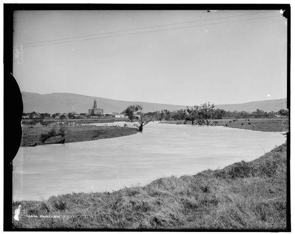 Vista de Ocotlán con el Río Lerma en primer plano