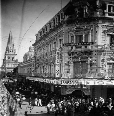 La tienda durante la barata de año nuevo 1924.