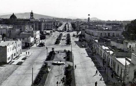 La Calzada Independencia en los años 1920's.