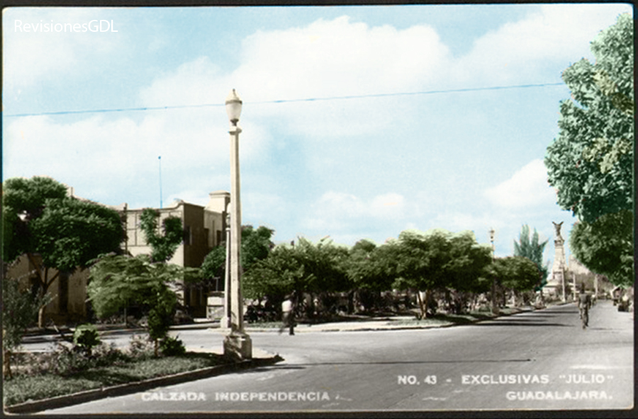 La  Calzada Independencia en 1940 (color digital por RevisionesGdl.com)