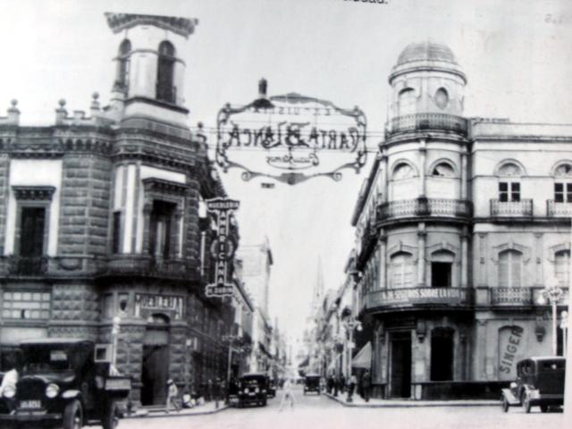 La mejor imagen de las Casas González Hermosillo (izq.) y Pazos (der.) circa 1925.