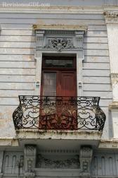 Ventana y balcón