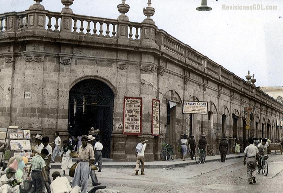 El Mercado Corona en una imagen de 1953 (color digital por RevisionesGdl.com)