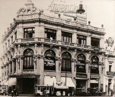 El Banco de Londres y México (luego Cine Lux), en sus mejores tiempos.