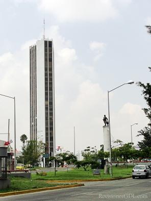 Vista con el monumento a Colón