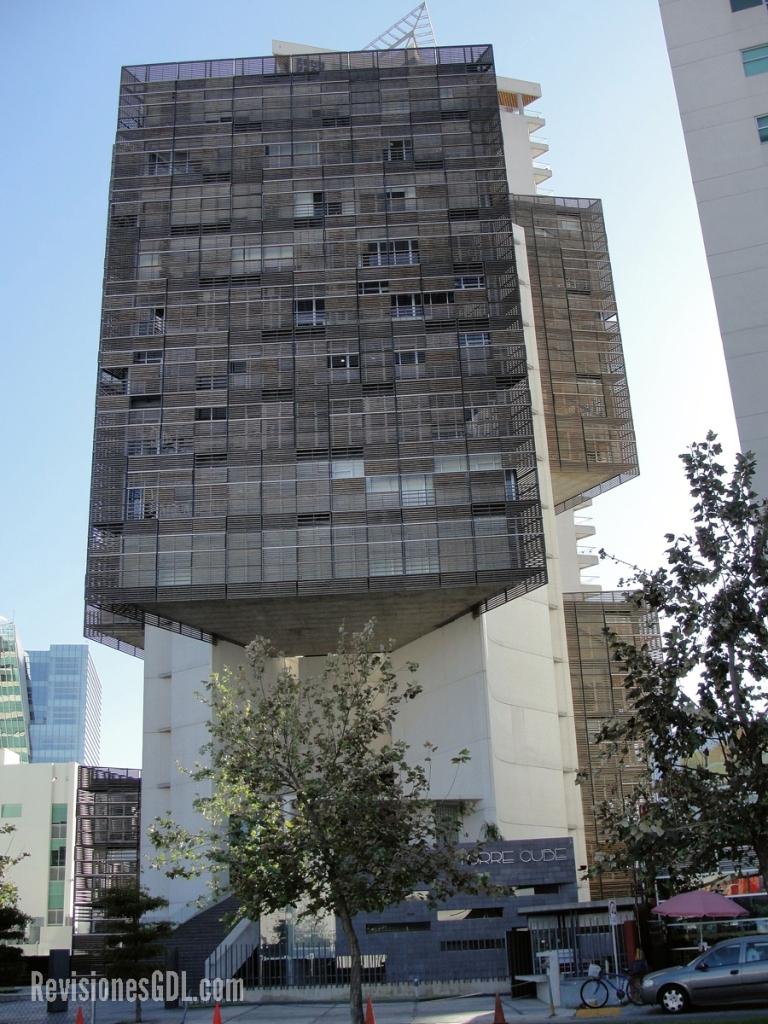 Torre Cube, proyecto de Carme Pinós, ha sido premiado nacional e internacionalmente por su arquitectura.