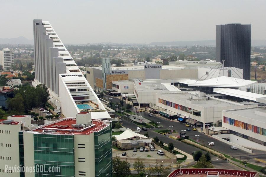 Vista del complejo Andares. A la izquierda, Andares Vida. Al fondo a la derecha (edificio negro), el Corporativo Andares Acueducto.