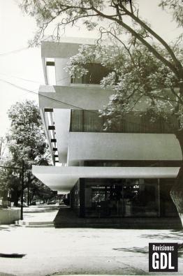 Fotografía del edificio recién construído