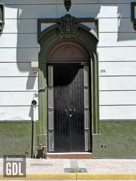 Detalle de puerta de ingreso
