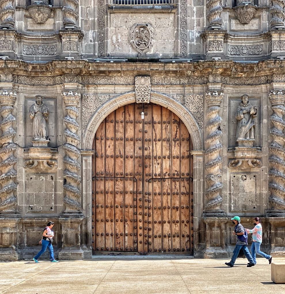Detalle del portal, Templo de San Francisco de Asís, Guadalajara (Foto: Xavier Iturbide)
